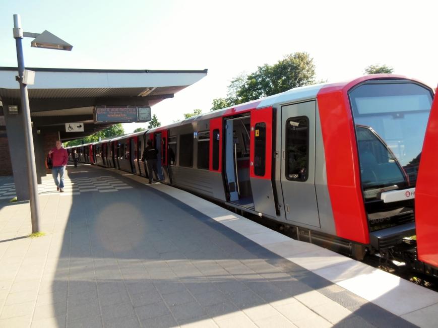 Endender DT5-Zug 308 in Ohlsdorf