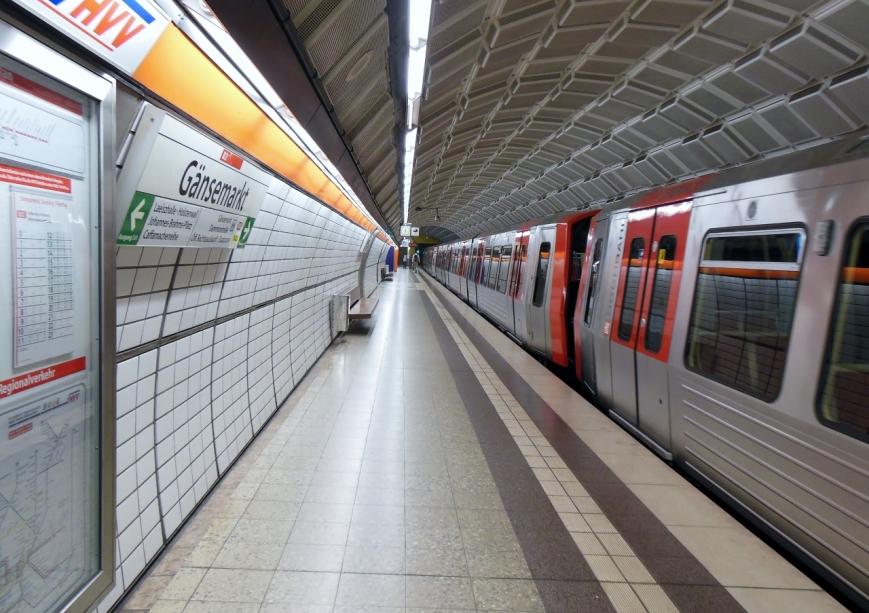 Zug 308/306/304 in Gänsemarkt