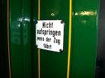 Nicht aufspringen-Schild an der Tür