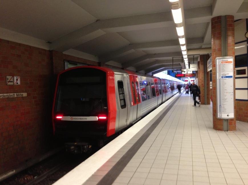 Weiteres Bild vom Zug im Bahnhof Norderstedt Mitte
