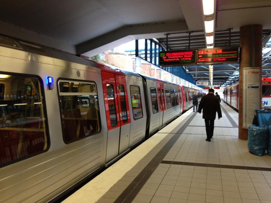 Seitenansicht des DT5 in Norderstedt Mitte
