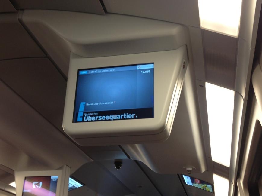 Zug fährt laut Streckenverlaufsbildschirm bis HafenCity Universität