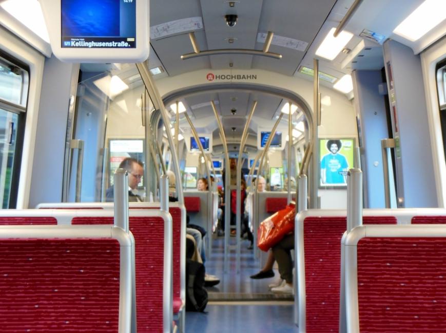 Blick vom Wagenende durch den gesamten Zug 306