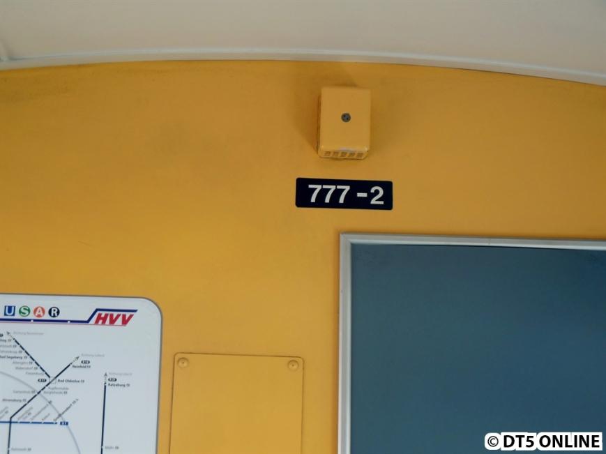 Die Wagennummern haben noch ihr altes Aussehen im Wageninneren. Darüber der Kasten für die Heizung.