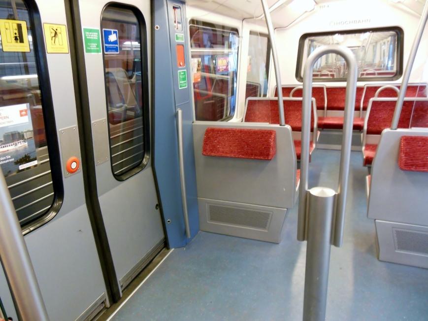 Neu sind dabei auch die Sitzpolster im  Türbereich (117-4)