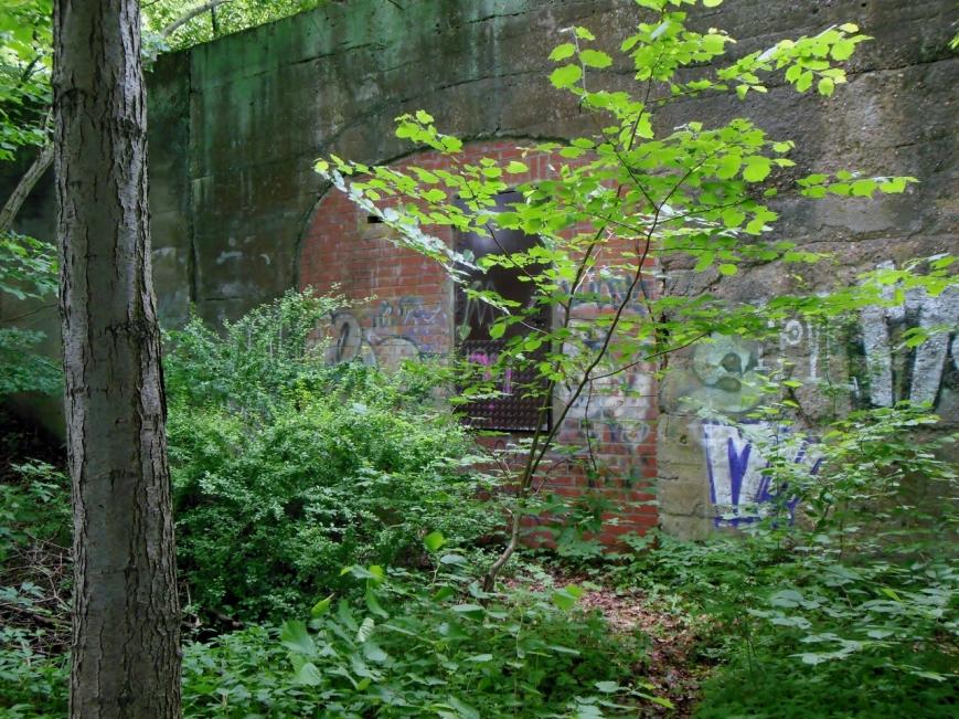Die zugemauerte Vorhalle