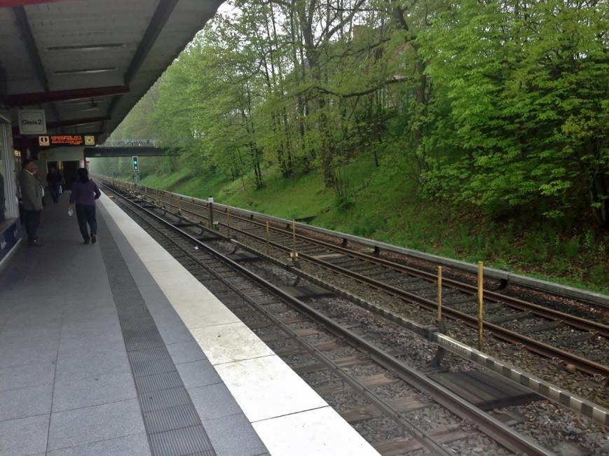 Hinter dem ersten Gleis befindet sich das Testgleis Farmsen-Berne