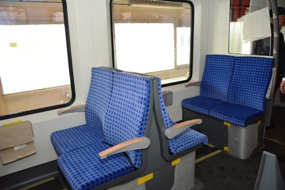 Fertigung der neuen S-Bahnfahrzeuge im Bombardier Werk Hennigsdorf - Sitze im Innenraum