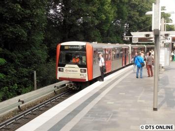 Abermals einen Moment später fuhr der Schiebezug zurück in den Bahnhof, hier beim Rollbanddurchlauf. Schließlich fuhr er als Nicht einsteigen-Zug weg.