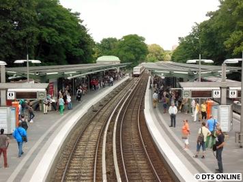 Auch bei der U1 ging für einen Moment nichts mehr, die Bahnsteige sind voll.