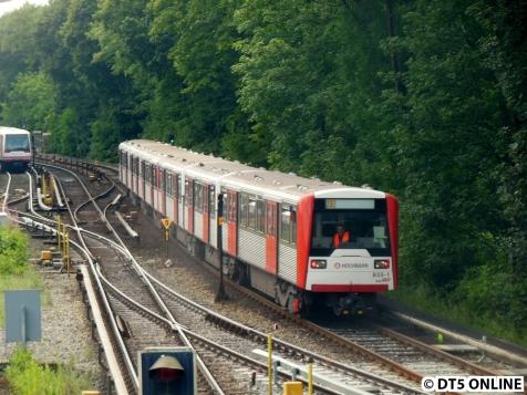 Der Schiebezug fährt Richtung Eppendorfer Baum-
