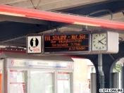 Der erste Zug Richtung Wandsbek-Gartenstadt ab Kellinghusenstraße war auch ein DT5, welcher hier in Barmbek erst über 10 Minuten ankommen soll. Zuvor fuhren alle 2 Minuten welche.