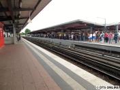 Und der Bahnsteig kurz vor der Pendelzug-Ankunft: Es müssten vier Züge gewesen sein.