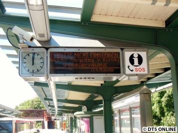 Mit der nächsten U1 Richtung Innenstadt ging es zur Kellinghusenstraße, wo der Zug bereits angezeigt wird.