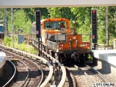 Der Zug fährt hier wieder in die Abstellanlage, um einen erneuten Richtungswechsel zu tätigen. Es geht nach Barmbek.