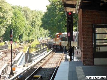 Hinter dem Bahnhof