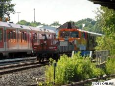 Ortswechsel: Am U-Bahnsteig angekommen setzt sich der Konvoi in Bewegung.