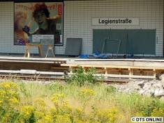 """In Bahnsteigmitte wird dieser teilerhöht. Zu erkennen ist die """"Rampe""""."""