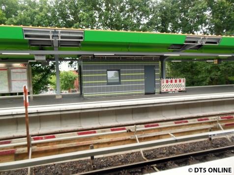 Das Hw-Häuschen auf der anderen Seite. Ob und wann eines auf Bahnsteig 2 errichtet wird ist mir unbekannt.