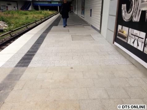 """Die """"Rampe"""" zum erhöhten Bahnsteigbereich"""