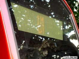 """In Großhansdorf angekommen zeigt der Zug nicht """"Bitte nicht einsteigen"""" an, sondern einfach nur """"U1"""". Bei einem DT4 würde die Linie wie gewohnt invers links stehen und einfach kein Ziel angegeben. Das ist bei Sperrungen häufiger der Fall (aber auch z.B. eine Matrix, bei der alle LEDs leuchten)"""