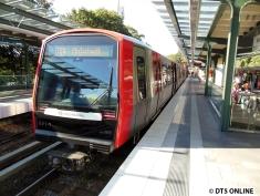 Einige Zeit später ist der Zug wieder an der Kellinghusenstraße. Es geht weiter nach Ohlstedt.