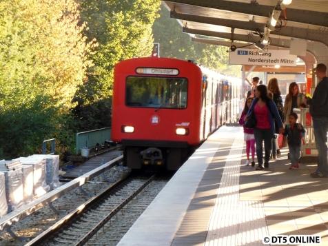 Einfahrt in die Haltestelle Wandsbek-Gartenstadt, wo die Tour beginnt. Eine U3 nach Ohlsdorf also...