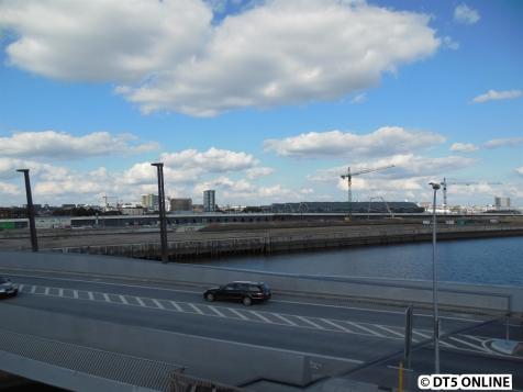 Richtung HafenCity Universität, Eingänge Ost