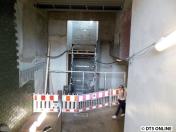Von der Treppe, die Rolltreppe wurde übrigens auch erneuert.
