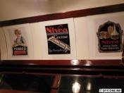Verschiedene Werbeplakate