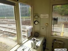 Ebenfalls aus dem Fahrgastraum sieht man weitere Instrumente an der rechten Wagenseite.