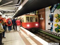 Der TU1 erneut in der Haltestelle Niendorf Nord.