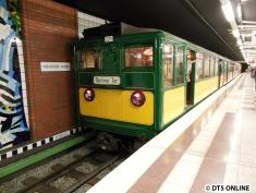 Der Wagen 220 entstammt der 6. Lieferung und wurde 1920 gebaut. Er war bis 1970 im Planeinsatz, also etwa genauso lang, wie die letzten DT2.5. Er ist ein Zweirichtungswagen und war Hamburgs erster restaurierter U-Bahn-Wagen anlässlich des 75-jährigen Betriebsjubiläums.