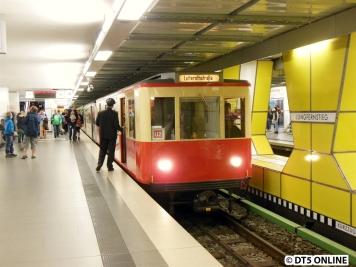 T-Wagen-Zug verlässt Jungfernstieg
