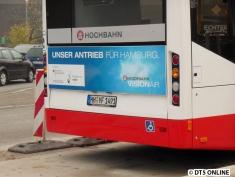 """Am Heck hat das Fahrzeug Werbung für die neue Kampagne """"HOCHBAHN VisionAIR"""""""