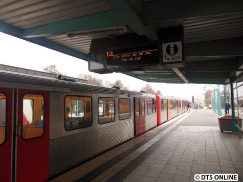 Mit Verspätung kam im Anschluss der Zug Richtung Volksdorf.