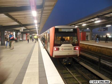 Der Zug fährt weiter nach Wandsbek-Gartenstadt.