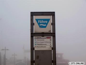 Fähre-Schild an Brücke 1, Landungsbrücken
