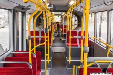 Gut zu erkennen, dass dies ein HOCHBAHN-Bus wird: Die typische Farbgebung.