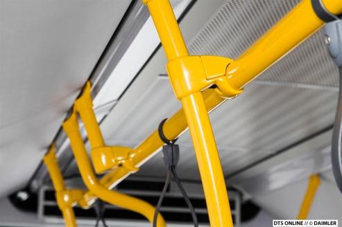 Die typischen Farben: Gelbe Haltestangen...