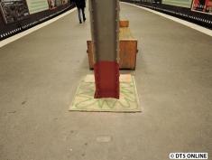 In Rostfarben wurden die Pfeiler auf der Seite Hallerstraße lackiert.