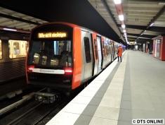 328 in Barmbek (U3 Hauptbahnhof Süd, zeigt noch Bitte nicht einsteigen)