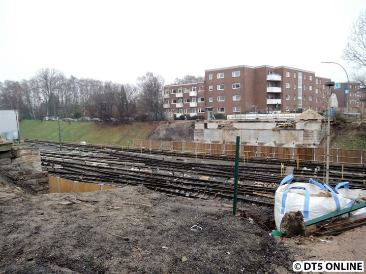 Am 18. Januar war nichts mehr von der alten Brücke übrig. Bis Sommer 2015 wird hier die Leere bleiben… Erst im Juni werden neue Brückenteile eingesetzt.