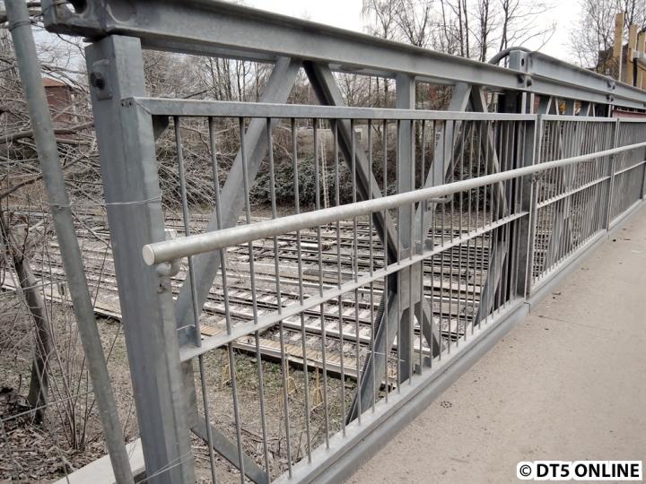 Die Ersatzbrücke besteht aus einzelnen Elementen, insgesamt sind es 13 Stück.