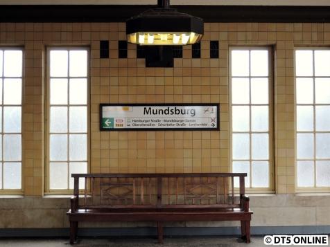 Neue Bahnhofsschilder wurden montiert. Marke: Standard.