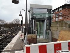 Der Aufzug am Bahnsteig Richtung Berliner Tor am 1. März