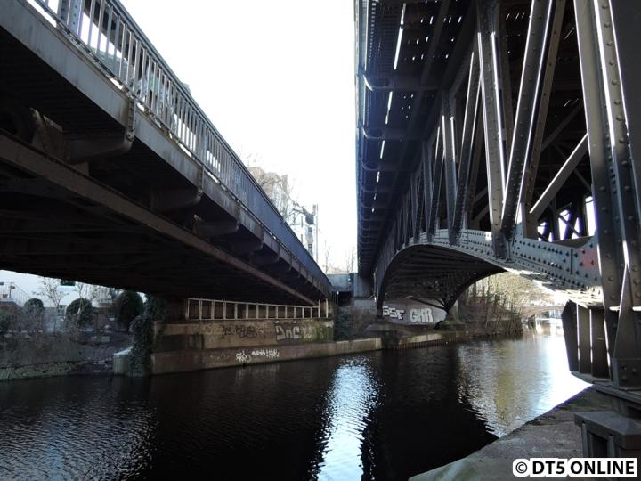 Beide Brücke liegen direkt nebeneinander