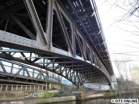 Wie unschwer zu erkennen, handelte sich hier um eine Bogenbrücke aus Stahl.