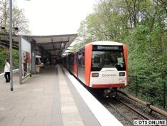 Am Freitagnachmittag fuhren mindestens drei DT3-Züge auf der U1.