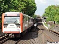 Zahlreiche DT3-Doppel fahren am Freitagnachmittag aus Richtung Barmbek über den Außenring ohne Fahrgäste.